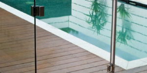How to choose a pool fence